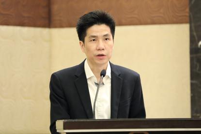 新华社上海分社副社长俞铮宣读获奖名单