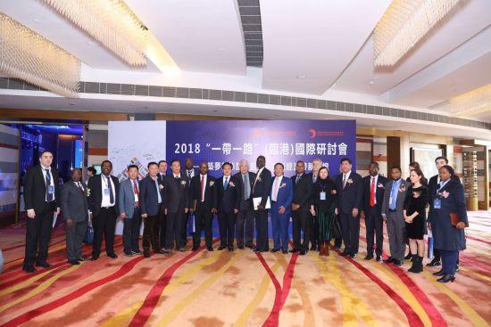 欧洲中国商会王一民会长和与会领导、外国大使、参赞和各企业代表合影