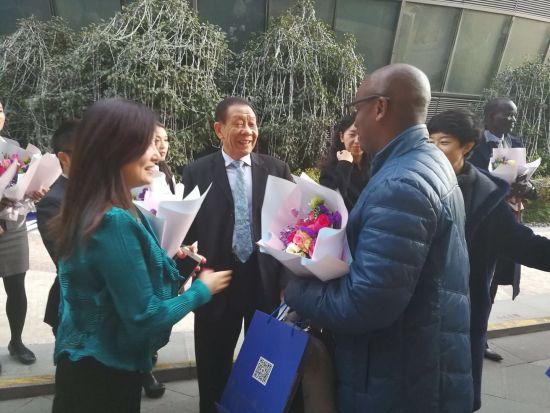 欧洲中国商会会长王一民欢迎各国使者