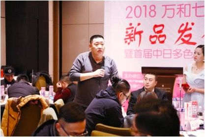 万和七彩农业董事长杨红强解答媒体及采购商提问