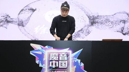 DJ 徐梦圆现场演绎中国风电音作品。/官方供图