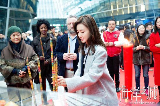 《海洋之城》王丽坤饰演萌新导游天悦。/官方供图