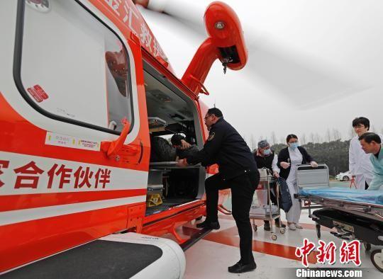 """北京赛车计划APP下载:上海上演直升机救援_金汇通航搭建""""空中急救""""绿色通道"""