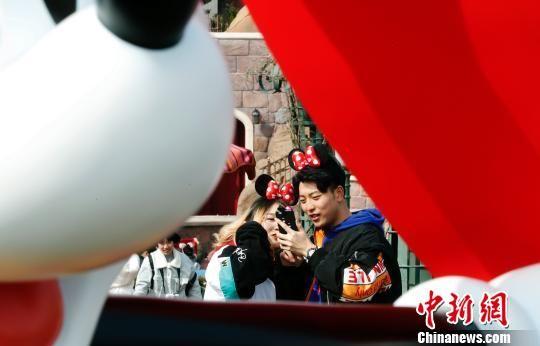 """北京赛车冠亚和大2.3倍:上海迪士尼乐园""""年味""""浓"""