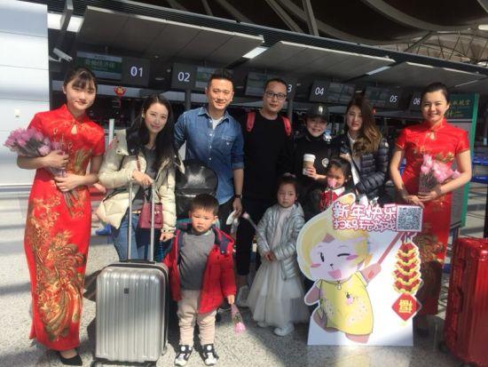 """春秋航空""""旗袍秀""""带来别具一格的中国年味。"""