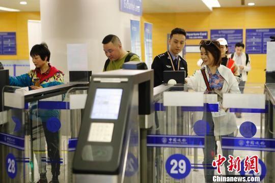 "pk10投注网站:上海边检机关再推两项出入境便民举措_保障旅客""快进快出"""