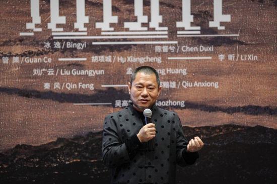 """上海喜玛拉雅美术馆理事会理事长、""""佛国山水""""艺术总监沈其斌。/官方供图"""