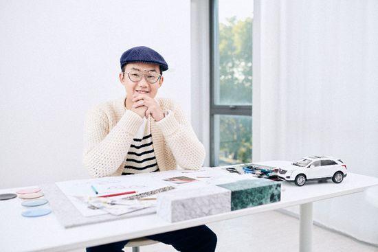图:首位登上意大利版VOGUE及美国ELLE封面的中国眼镜设计师---周圆
