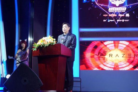 上海市体育总会副主席兼秘书长李伟听发言。/官方供图