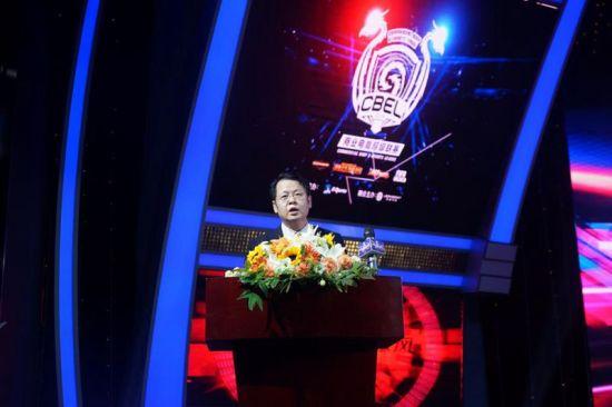 长甲集团副总裁 上海珑讯电竞执行总裁梁晓磊发言。/官方供图