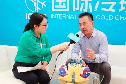 上海利驰智能装备股份有限公司董事长谢锟(右)接受采访