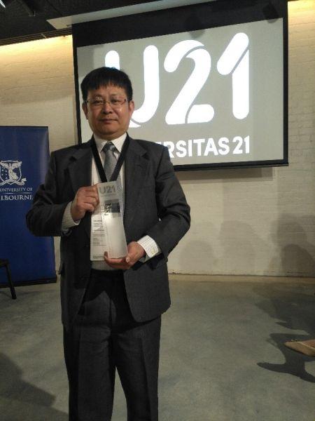 """彭崇胜被授予2018年""""U21高等教育教育国际化奖 """"。"""