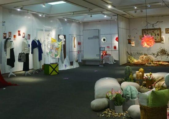 纺织品艺术设计专业毕业展《四分至一》。