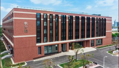 """上海交大密西根学院""""龙宾楼""""外景。"""