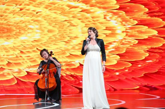 德国女高音夏娃文格丝演唱《卡门》选段《哈巴尼拉舞曲》