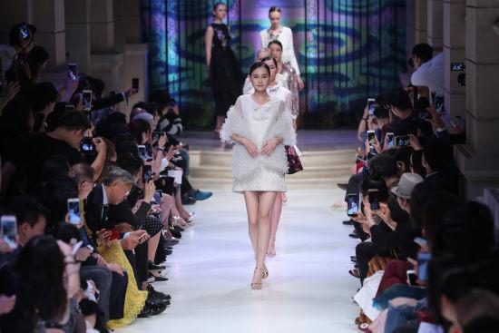 北京pk10开奖助手:2018秋冬上海高级定制周开辟海派时尚与新零售、体验式消费的融合之路