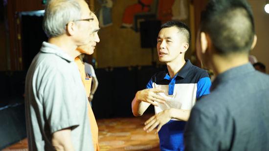 盈纳集团联合创始人、盈盈理财CEO王佳亮与用户交流