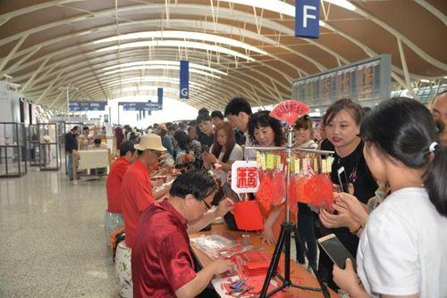 金沙国际唯一官网网址:江南非遗文化亮相上海__向中外游人展示中国传统文化之美