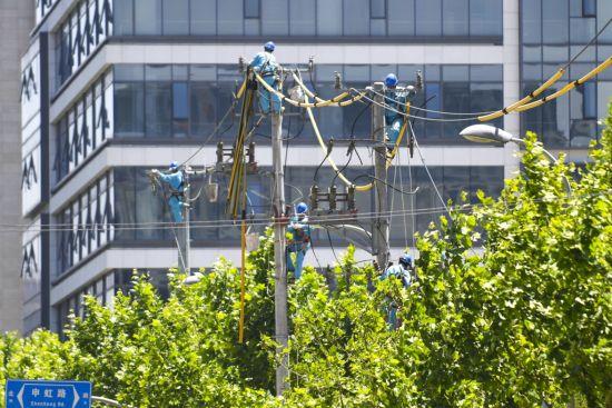 市南供电公司10天内快速完成申虹路段架空线入地工作。