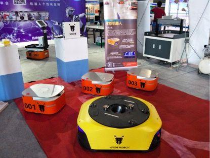 木蚁机器人W1(4台) 和W3在第六届东莞振宗机械工业联盟展展示