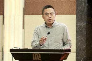 上海中央新闻单位和省市媒体驻沪机构工作委员会会长、人民日报上海分社社长刘士安宣读获奖名单.