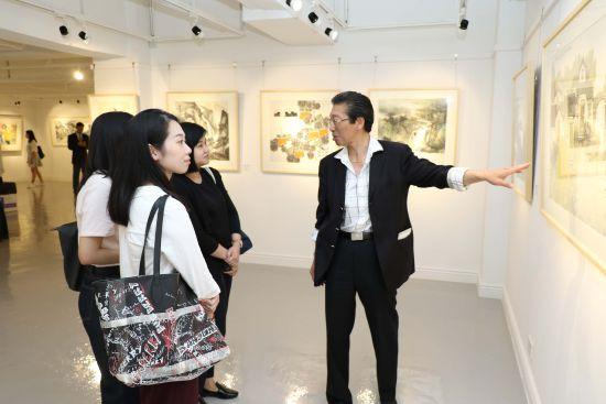艺术家代表、上海海上书画院副院长许政泓。