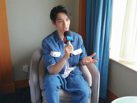 台湾演员曹佑宁接受中新网记者的专访。/康玉湛摄