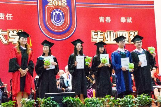 职业蛙CEO卢明霞为上海大学悉尼工商学院优秀学生颁发就业奖学金