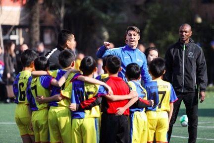 西甲足球训练营进校园