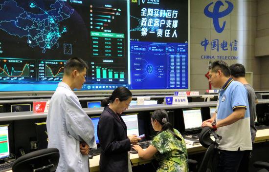 按照防台防汛通信保障预案,中国电信上海公司NOC精心布置网络维护计划。