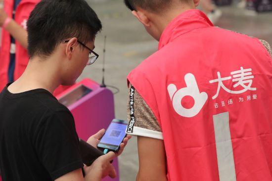 购票用户扫描二维码平均通过时速在3秒之内。