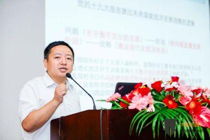 长江流域智能制造与机器人产业联盟副理事长李禧仁为大会致辞