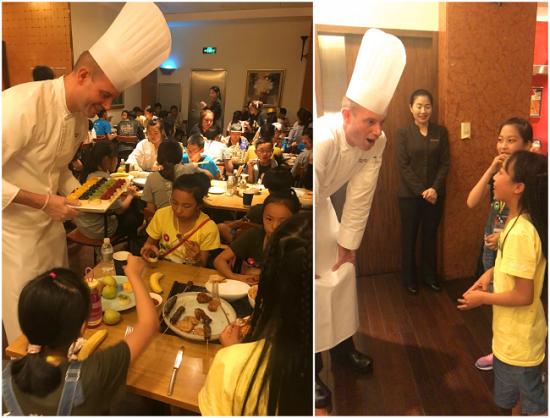 金茂君悦酒店的主厨团队为来自大山的孩子们送上爱心午餐,双方互动交流。