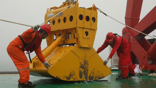 向阳红01配备的打捞设备/官方供图