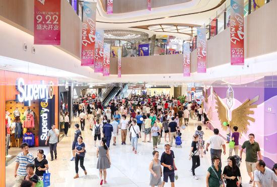 LCM开业首日迎来高客流。