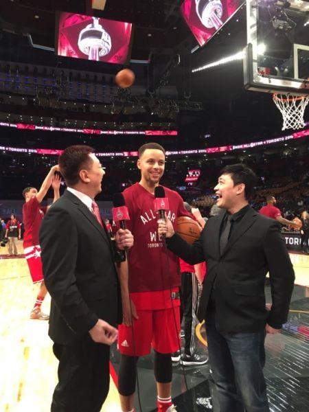 2016年NBA全明星赛前,球星史蒂芬•库里接受采访