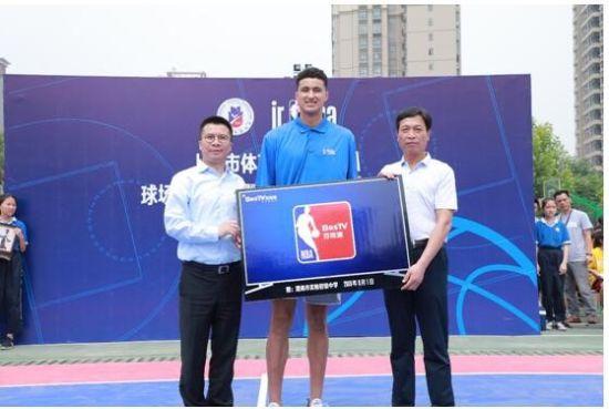 百视通与Jr. NBA在陕西省渭南市捐建篮球场仪式