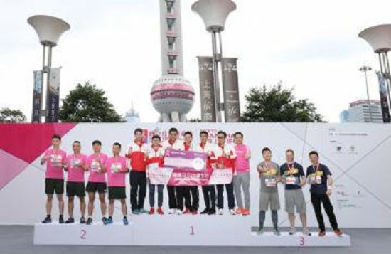 新鸿基地产队、KS队、第一太平戴维斯队在竞争激烈的团队/企业接力赛中,凭借团队出色表现分别摘取冠、亚、季军。