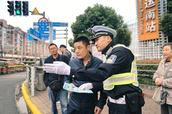 王润达帮助游客