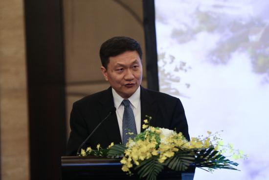 宜信创始人兼CEO唐宁在会上发言。