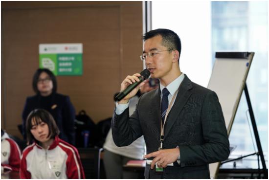 恒生中国上海分行行长胡斌向同学们介绍金融的本质