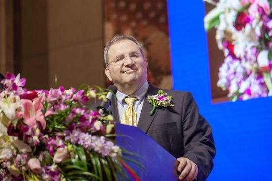 国际脂肪酸及类脂研究学会主席汤姆・布莱纳教授现场演讲。