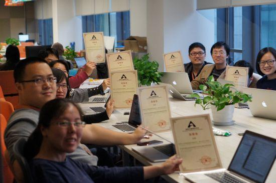 2015年11月18日,深圳信息无障碍研究会为淘宝工程师发来致敬信,代表视障群体感谢淘宝在信息无障碍上的努力。