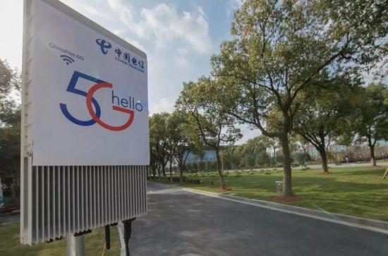 上海两会现场,电信的5G试点基站已经登场亮相,提供5G服务。