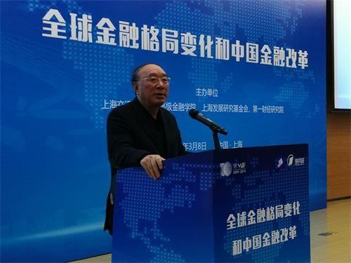 中国国际经济交流中心副理事长黄奇帆发表演讲