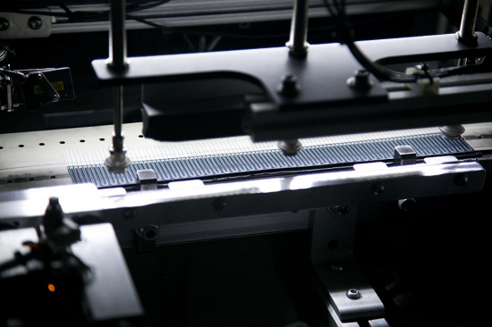 图:拉斐尔云廊采用的汉能柔性铜铟镓硒电池芯片。