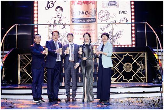 青岛啤酒1903复古装潮品发布会举行。