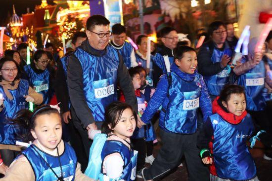海昌海洋公园高级副总裁兼首席运营官刘家斌宣布:4月1日-4月30日海昌海洋公园旗下主题公园将向全球孤独症儿童及家庭免费开放。