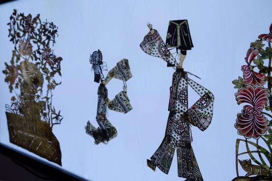 """""""关中美影""""陕西省美术博物馆馆藏皮影展国际巡展。 /王笈 摄"""