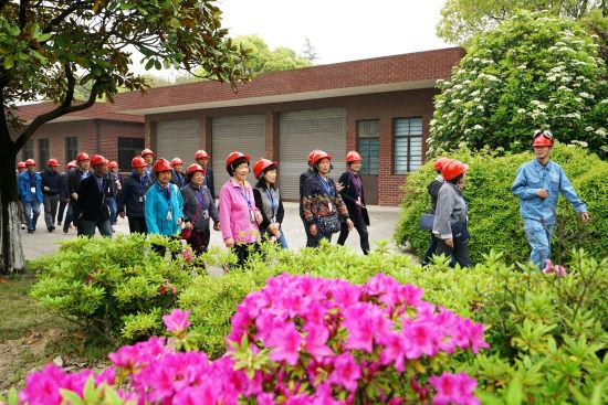 社区居民走进上海石化:探秘智慧能源,感受绿色化工